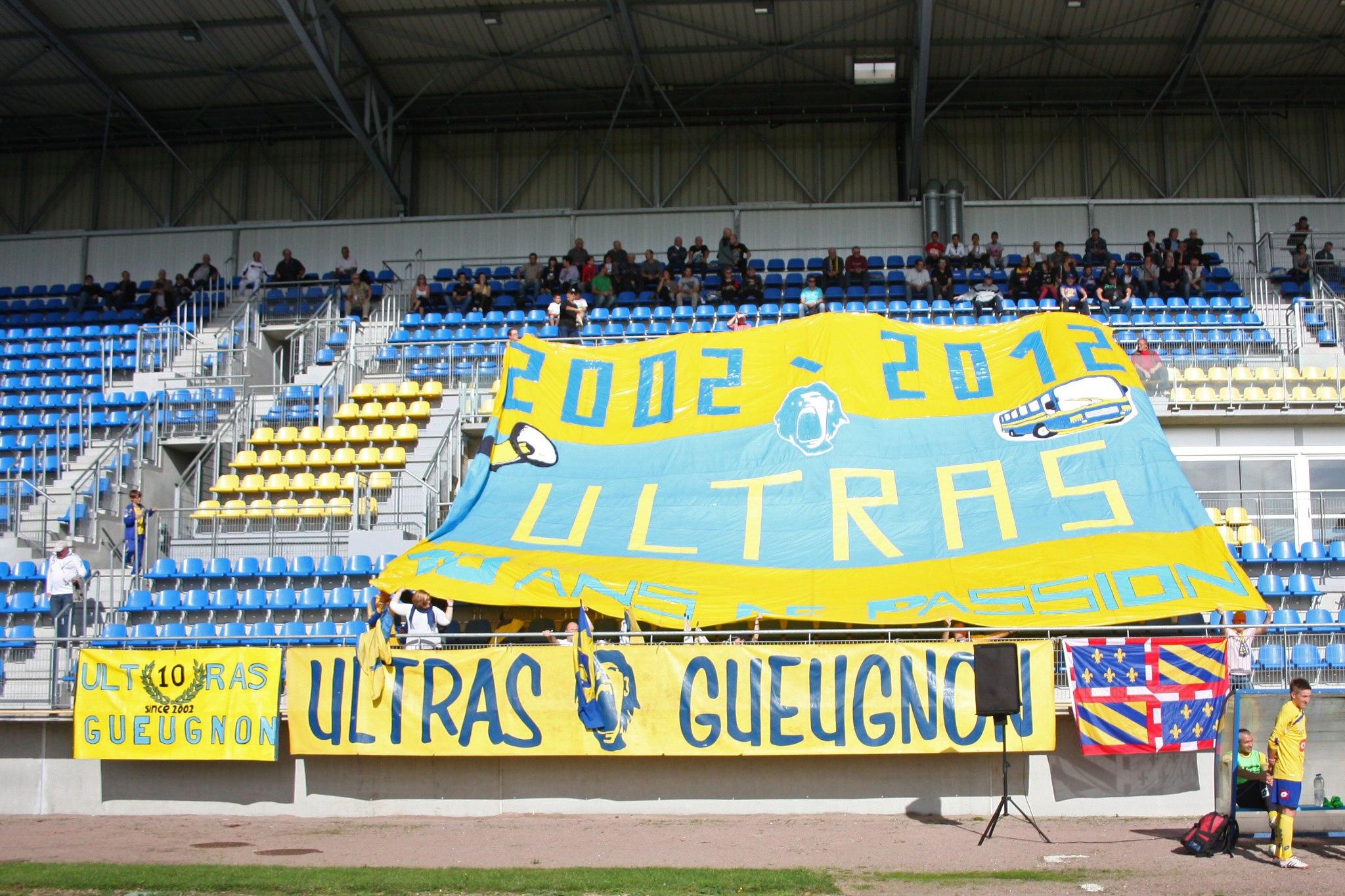 Ultras Gueugnon 10 ans anniversaire tifo